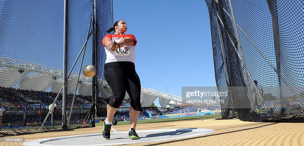 Sultana Frizell from Canada performs in : News Photo