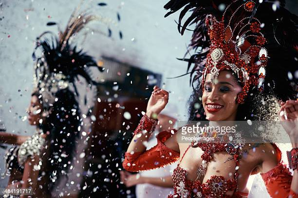 sultry samba queens - brazilian carnival stock pictures, royalty-free photos & images