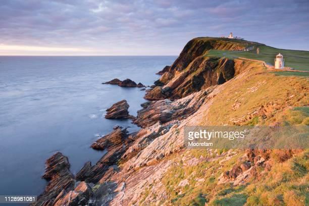sumburgh head shetland mainland at sunrise - isole shetland foto e immagini stock