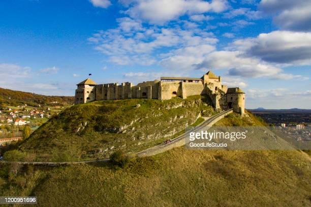 kasteel sumeg - traditionally hungarian stockfoto's en -beelden