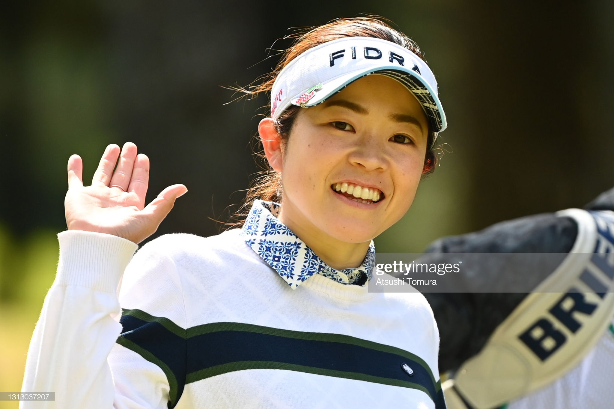 https://media.gettyimages.com/photos/sumika-nakasone-of-japan-waves-on-the-5th-hole-during-the-final-round-picture-id1313037207?s=2048x2048