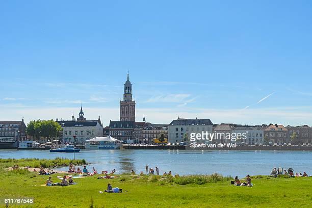 """summer at the river in kampen, overijssel - """"sjoerd van der wal"""" stockfoto's en -beelden"""