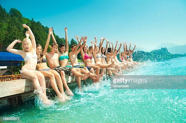 Colonie de vacances avec des amis au bord du lac