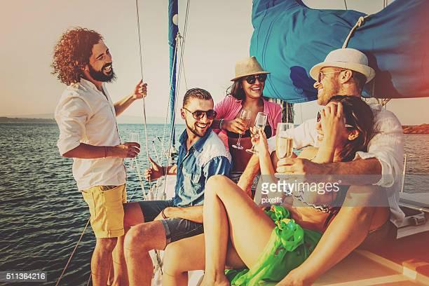 Été fête avec Champagne sur un Yacht