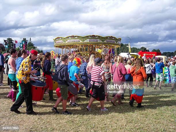 Sommer Menge von Menschen, Messegelände, Großbritannien