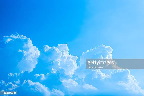 summer cumulonimbus cloud - blue ストックフォトと画像