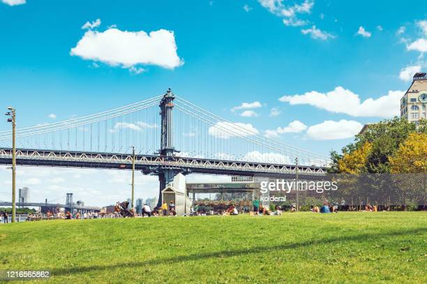summer days in brooklyn heights park - dumbo stock pictures, royalty-free photos & images