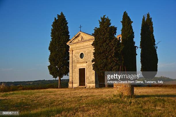 summer evening at vitaleta chapel - san quirico d'orcia stock pictures, royalty-free photos & images
