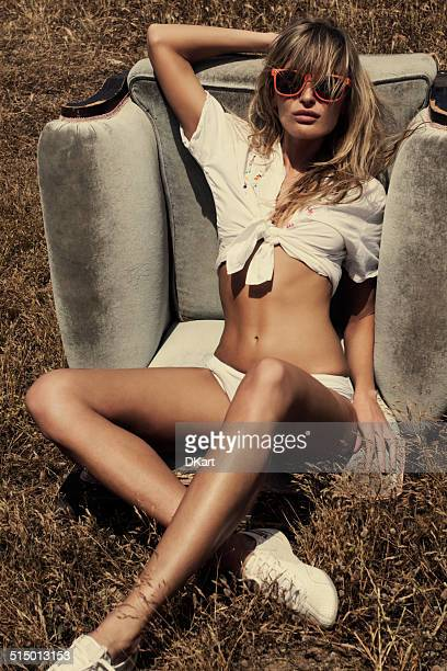 summer fashion blond women - beautiful long legs stock pictures, royalty-free photos & images