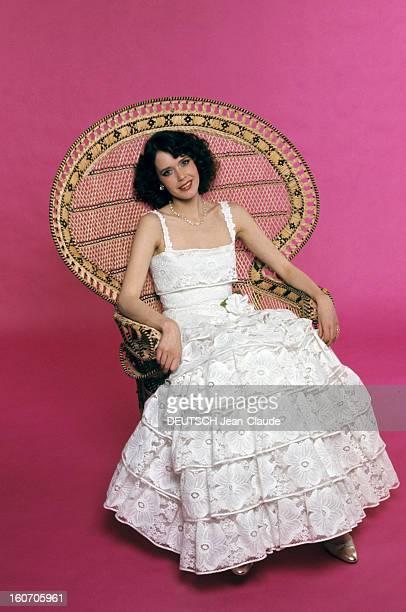 Summer Fashion By Couture Designers. EMMANUELLE' chez CHANEL: Sylvia Kristel, héroïne des deux 'EMMANUELLE' a commandé une robe du soir en guipure...