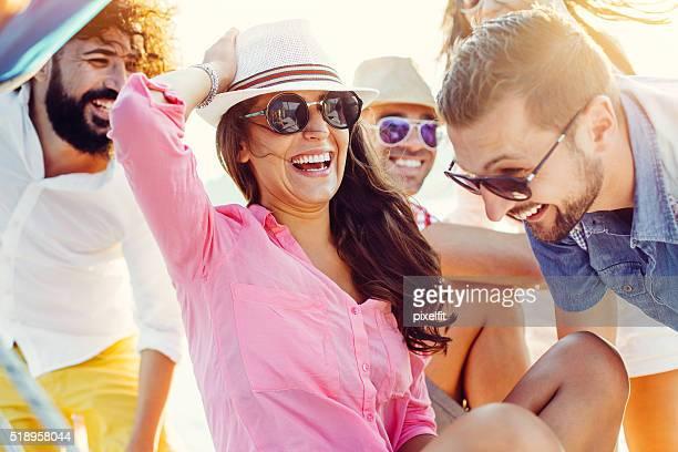 Été amis sur un voyage de mer
