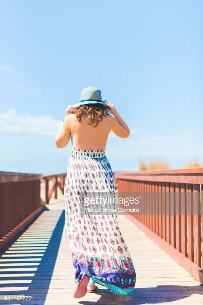 summer fun in spain - sleeveless dress - fotografias e filmes do acervo