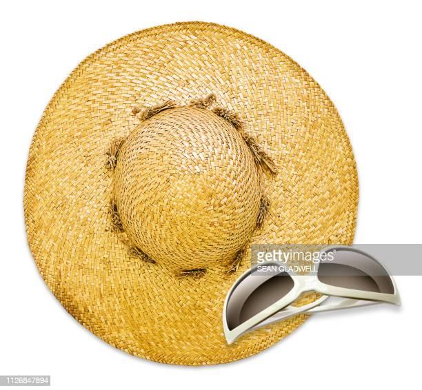 summer hat and sunglasses - strohoed stockfoto's en -beelden