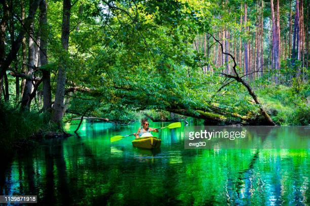 sommerurlaub mit kanu in polen - polen stock-fotos und bilder