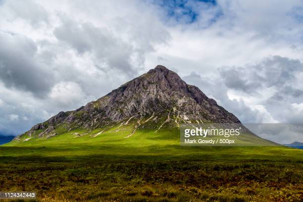 summer in buachaille etive mor - glen etive mor stock pictures, royalty-free photos & images