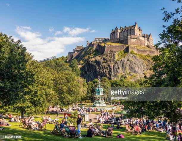 summer in edinburgh - edinburgh castle stock pictures, royalty-free photos & images