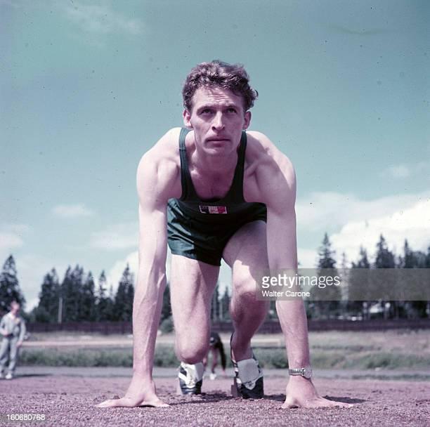 Summer Olympics 1952 Helsinki En Finlande à Helsinki en juillet 1952 lors des Jeux Olympiques d'été un athlète français non identifié en position de...
