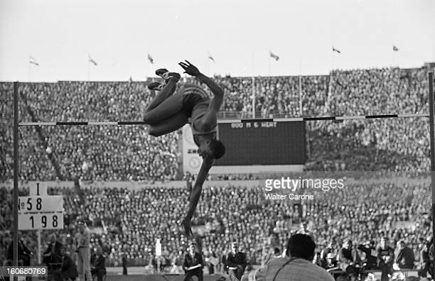 Summer Olympics 1952 Helsinki En Finlande à Helsinki en juillet 1952 lors des Jeux Olympiques d'été lors de l'épreuve du Saut en hauteur le...
