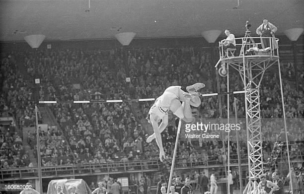 Summer Olympics 1952 Helsinki En Finlande à Helsinki en juillet 1952 lors des Jeux Olympiques d'été lors de l'épreuve du Saut à la perche le...