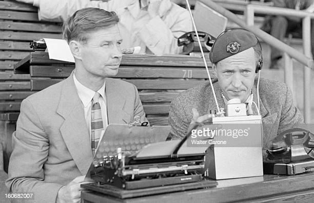 Summer Olympics 1952 Helsinki En Finlande à Helsinki en juillet 1952 lors des Jeux Olympiques d'été assis à la tribune de la presse un journaliste...