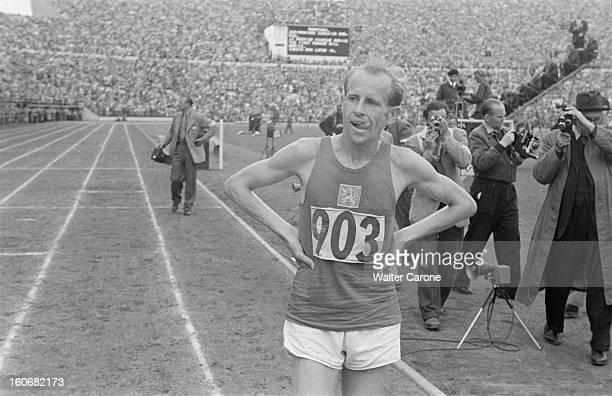 Summer Olympics 1952 Helsinki En Finlande à Helsinki en juillet 1952 lors des Jeux Olympiques d'été portrait d'Emil ZATOPEK à l'arrivée du 5000 m...