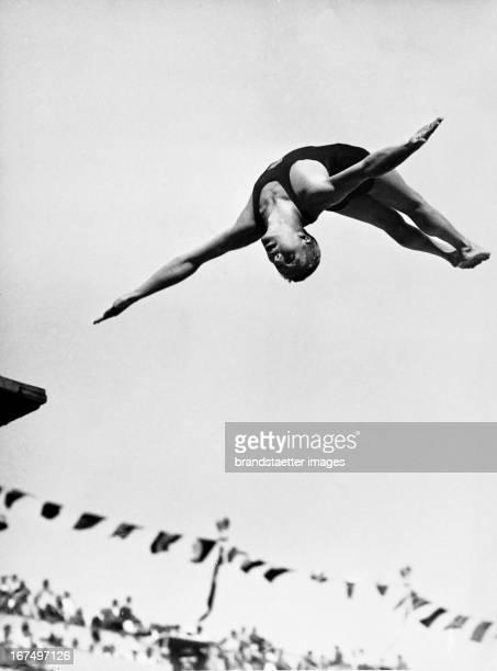 American Art Springer Richard Degener while Jumping 10th August 1936 Photograph Olympische Sommerspiele Berlin 1936 Der amerikanische Kunstspringer...
