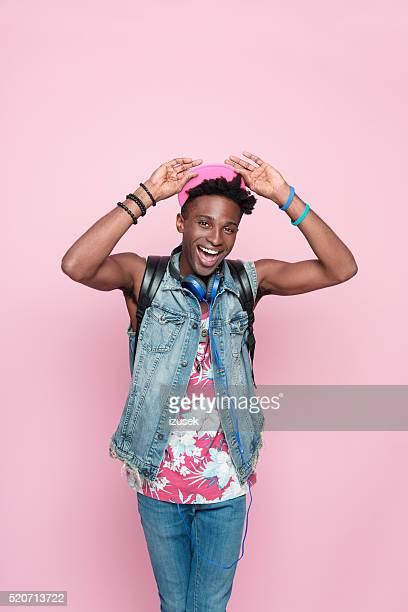 verão retrato de feliz homem afro-americano - funky - fotografias e filmes do acervo