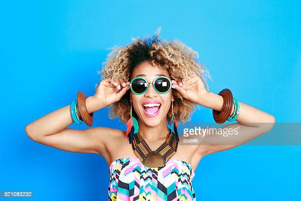 summer portrait of excited afro american young woman - bontgekleurd stockfoto's en -beelden