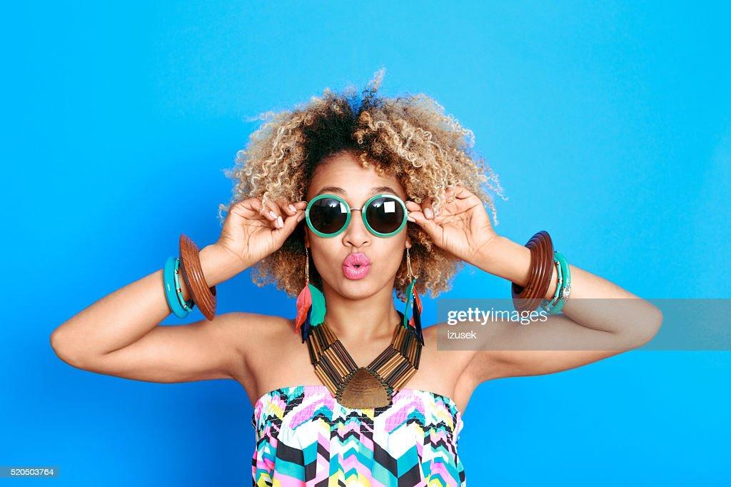 Été Portrait de jeune femme afro-américaine surpris