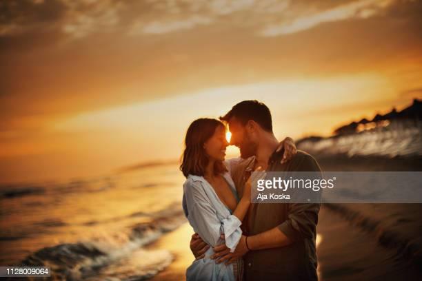 夏のロマンス。 - ロマンチックな空 ストックフォトと画像
