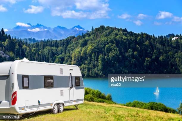 Sommerszene mit Czorsztyn-See und die Landschaft der hohen Tatra, Polen