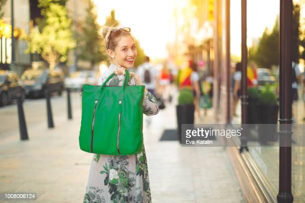 shopping estivo - bag foto e immagini stock