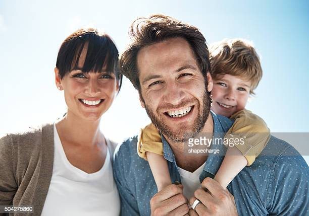 summer smiles with the family - family with one child stock pictures, royalty-free photos & images