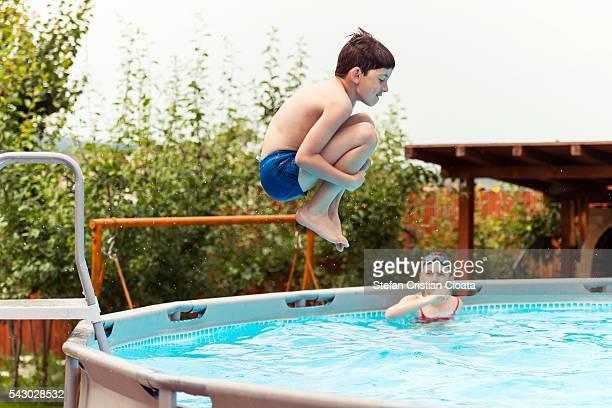 summer splash - 溜水 ストックフォトと画像