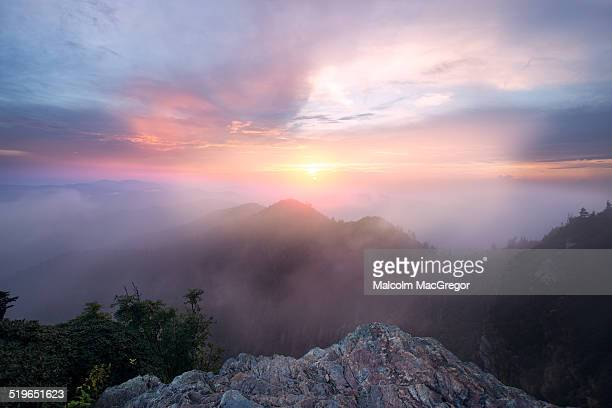 a summer sunset over mountains - parque nacional das great smoky mountains - fotografias e filmes do acervo