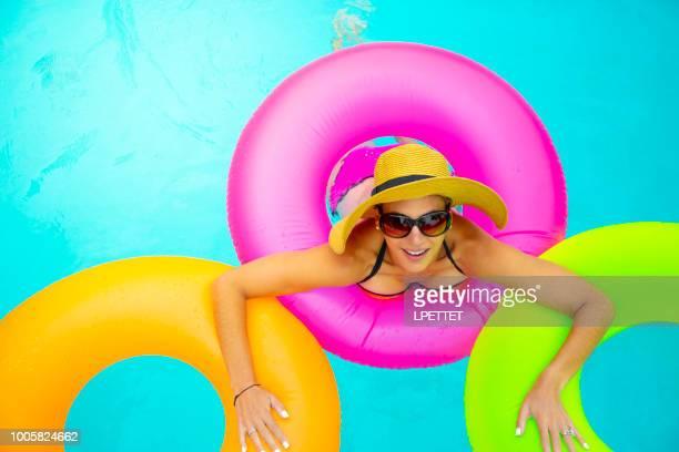 プールでの楽しい夏