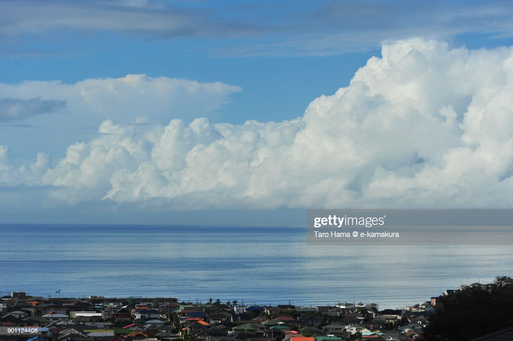 Summer thunder clouds on Sagami Bay in Kanagawa prefecture in Japan : ストックフォト