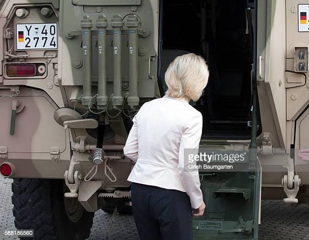 Summer travel in 2016 by the Federal Minister of Defence Ursula von der Leyen Visit to the NBC defense battalion 750 Baden in Bruchsal Ursula von der...