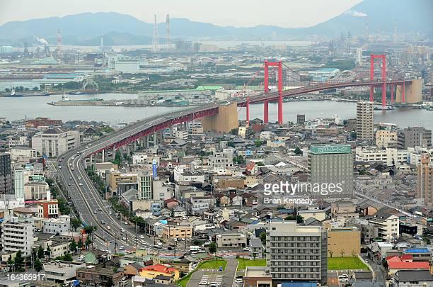 summer wakato bridge - 北九州市 ストックフォトと画像