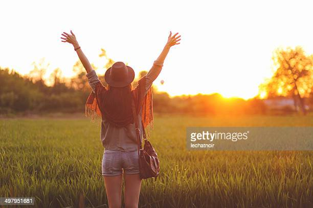 summertime freedom - beautiful long legs stock pictures, royalty-free photos & images