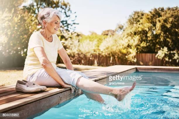 Sommerliche Tage unten am pool