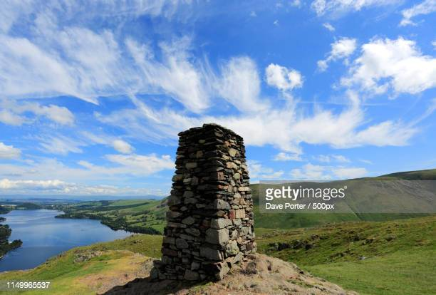 summit cairn on hallin fell, overlooking ullswater, lake distric - lakeland florida stock pictures, royalty-free photos & images