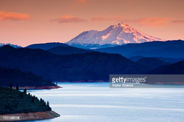 summit city, shasta lake and view of mount. shasta - mt shasta stock pictures, royalty-free photos & images