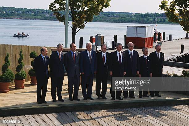 Dini Lamberto John Major Jacques Chirac Boris Yeltsin Jean Chretien Bill Clinton Helmut Kohl Murayama Tomiichi and Jacques Santer during a press...