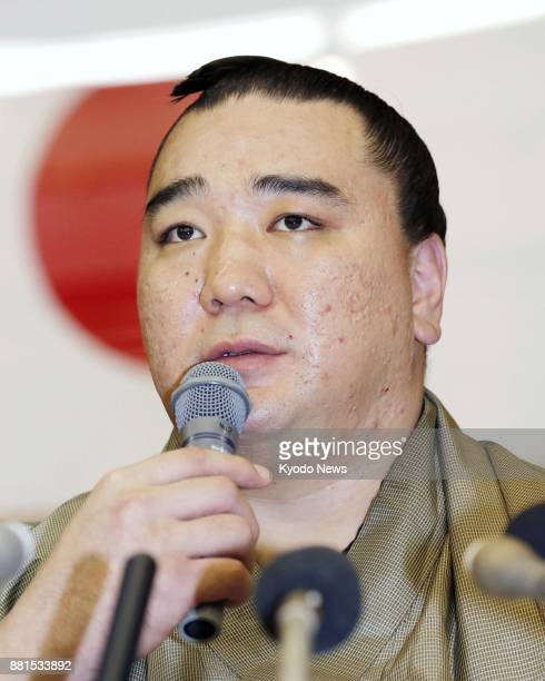 Sumo grand champion Harumafuji announces his retirement at a press conference in Dazaifu southwestern Japan on Nov 29 after admitting to assaulting...