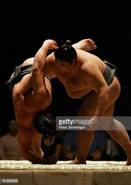 Sumo wreslters demonstrate the underarm throw or 'shitatenage' technique prior to the 2008 Grand Sumo Tournament at the Los Angeles Memorial Sports...
