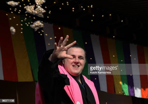 Sumo Wrestler Baruto from Estonia throws packs of beans during a beanscattering ceremony at Shinshoji Temple on February 3 2010 in Narita Japan The...