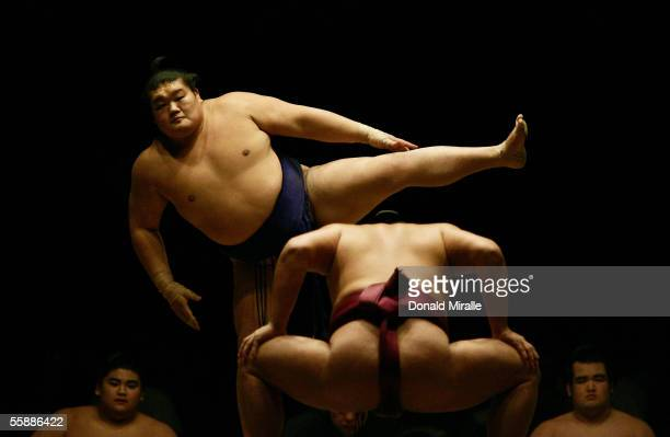 Sumo wrestler Hokutoriki of Japan prepares himself for a match during the Grand Sumo Championship on October 9 2005 at Mandalay Bay Events Center in...