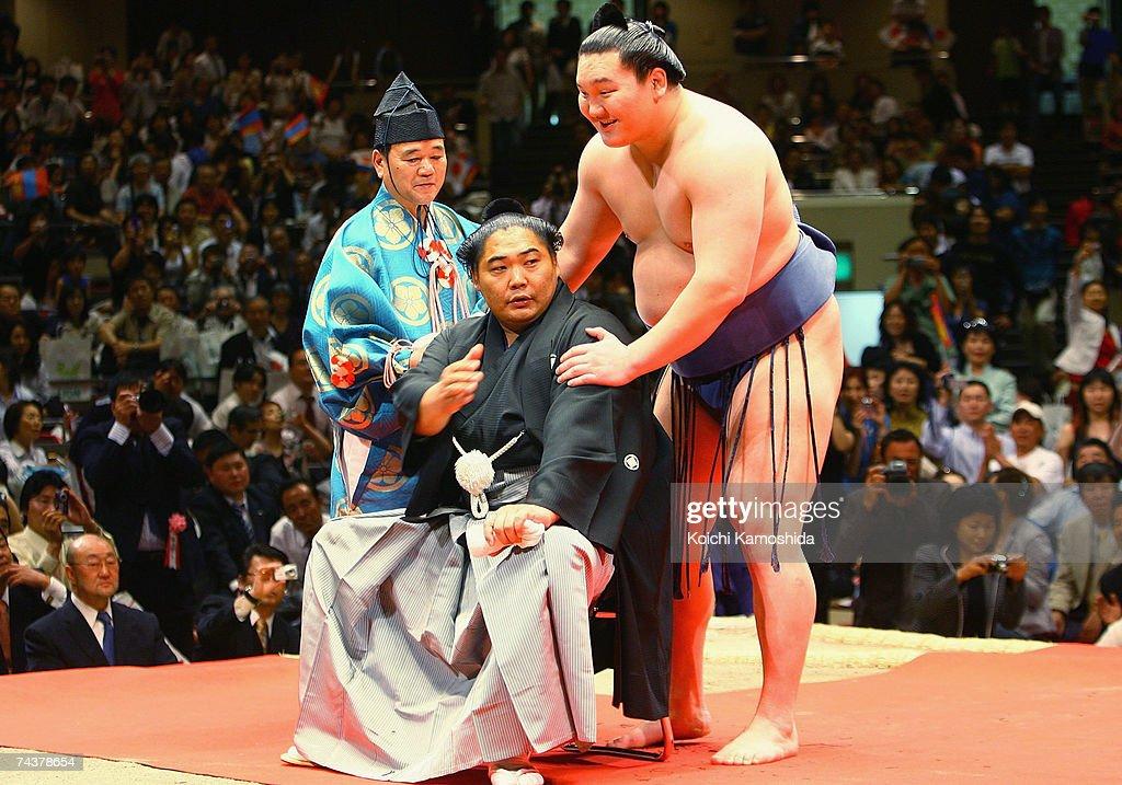 Sumo Wrestler Kyokushuzan Retires : ニュース写真