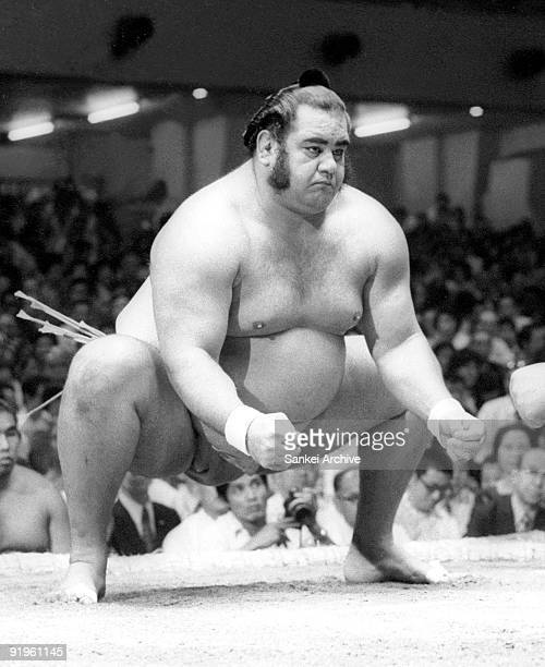 Sumo wrestler Takamiyama real name Jesse James Wailani Kuhaulua first foreign sumo wrestler warms up for the fight during Autumn Grand Sumo...